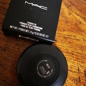Mac Studio Fix powder plus foundation NC10